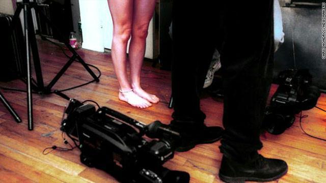 زوجان يصوران أفلاما إباحية لأطفالهما مقابل المال