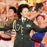سيدة أولى تغني وترقص وتعمل في الجيش