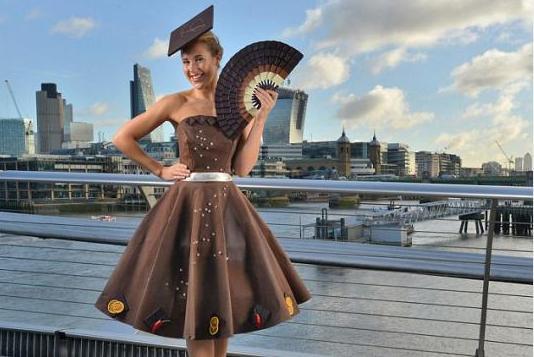 ليندت تصنع أجمل فستان مصنوع من الشوكولاتة!