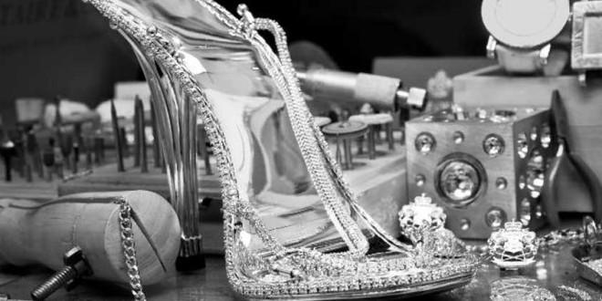 أول حذاء من الذهب الأبيض المرصع بالألماس!