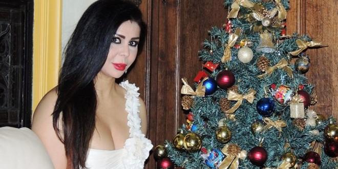 ليلا المغربية تحتفل بالكريسماس باللون الأبيض
