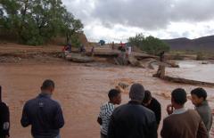 نشرة إنذارية تحذر من أمطار عاصفية بالمغرب.