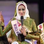 """تونسية تتوج بتاج """"الجمال الإسلامي"""" في اندونيسيا."""