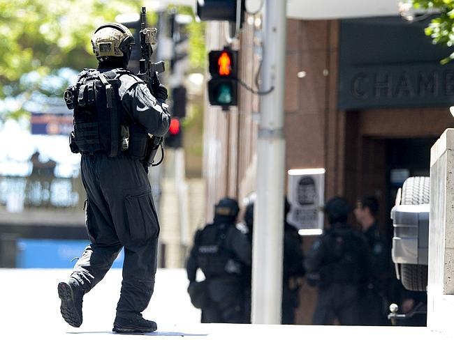 مسلح يحتجز رهائن في مقهى بالعاصمة الاسترالية سيدني.