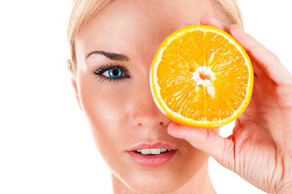 جربي البرتقال والحليب لتبييض بشرة الجسم!