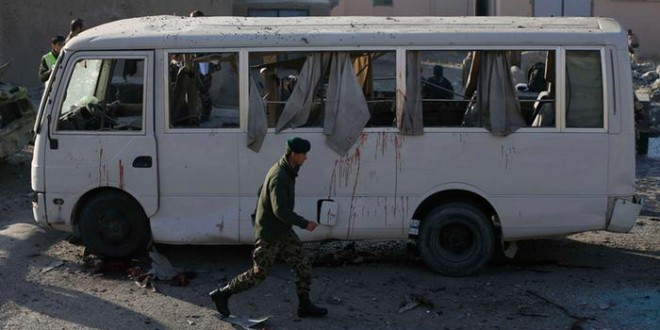 مقتل ستة جنود أفغان في تفجير انتحاري قرب كابول.