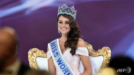 ملكة جمال جنوب افريقيا تتوج ملكة لجمال العالم.