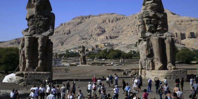 أمنحتب الثالث يقف من جديد في الأقصر بعد 3 آلاف عام.