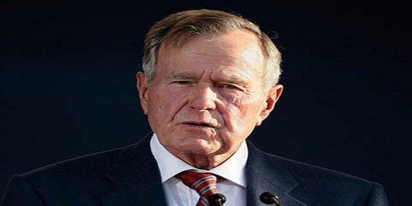 نقل جورج بوش الأب إلى المستشفى.