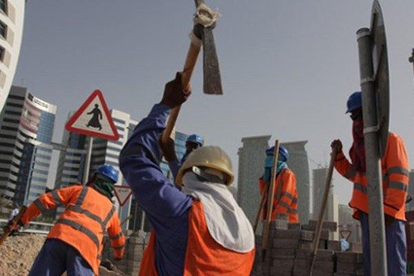 في قطر: عامل نيبالي يموت كل يومين.