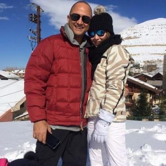 بالصورة إطلالة مبهرة لنانسي وزوجها وسط الثلوج.