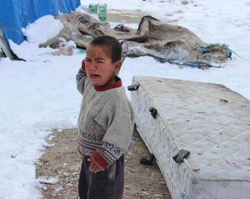 """سوريا.. غارات على """"داعش"""" والبرد يقتل أطفالا."""