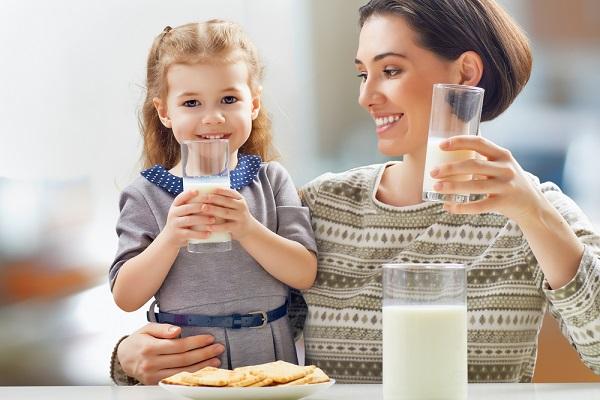 8 أطعمة صحية للحفاظ على أسنان طفلك.
