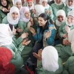 التركية لميس تزور اللاجئات السوريات في مخيم الزعتري بالأردن.