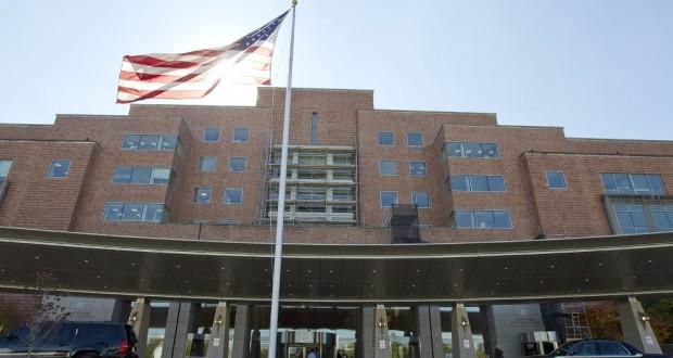 لجنة أميركية تناقش إنتاج عقاقير لعلاج إيبولا.