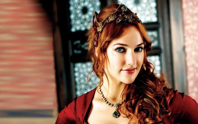 السلطانة هيام تتعرض للسرقة والفاعل زوجها.