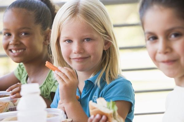 كيف تقومين بإعداد علب من الطعام الصحي لطفلك؟