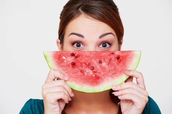 فوائد البطيخ الصحية والجمالية في الصيف.