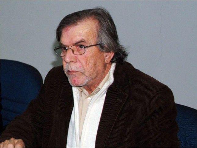 وفاة الفنان محمد القباني بعد صراع مع السرطان.