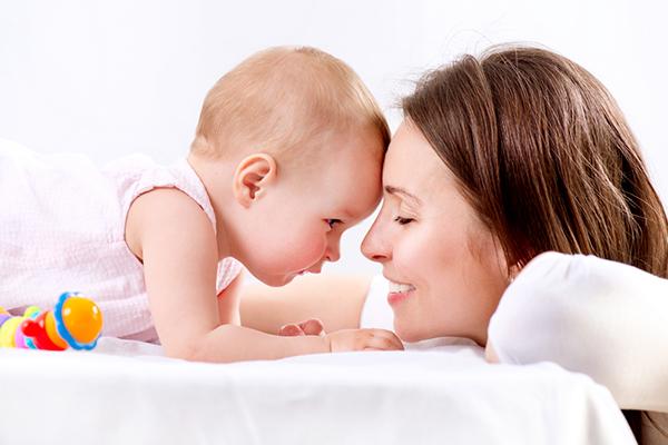 أخطاء الأمهات الجدد في التعامل مع الطفل الرضيع.