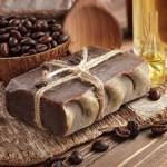 طريقة عمل صابونة الكاكاو، والقهوة لتفتيح البشرة وتقشيرها.