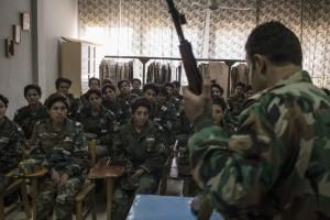 طالبات أكاديمية النساء العسكرية يحضرن دروسا عسكرية