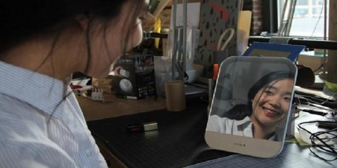 مرآة جديدة لا تعكس صورتك إلا إذا ابتسمت