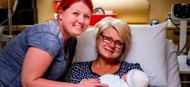 جدة تلد حفيدها بدلا من ابنتها المصابة بالسرطان