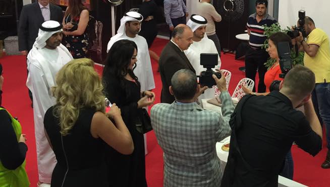 طائرة خاصة هدية لزوار معرض لافلي للأزياء في دبي