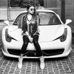 هيفاء وهبي تتباهى بسيارة الـ(فيراري) تثير مقارنات مع محمد رمضان
