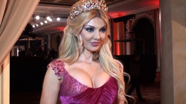 """بالفيديو: نائب يصوت لـ""""ميريام كلينك"""" رئيسة للبنان"""