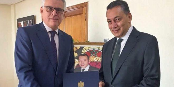 السفير المصري الجديد بالمغرب يسلم نسخة من أوراق اعتماده