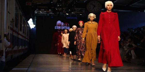 عرض أزياء في السعودية يطيح بمستشار
