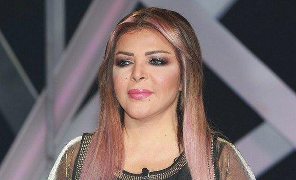 فلة الجزائرية تبكي على الهواء وتعلن اعتزالها الغناء