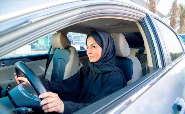 المرأة في السعودية تباشر تجربة القيادة مع كريم