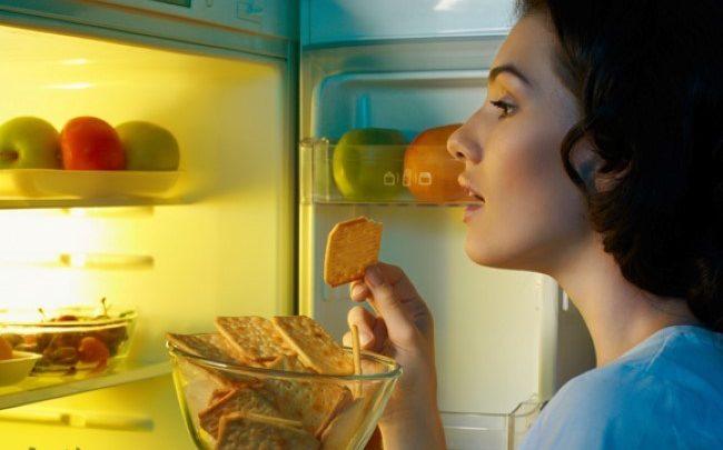 أسوأ 7 أطعمة يمكن تناولها قبل النوم