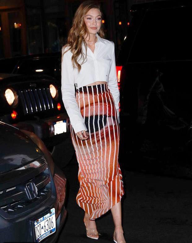 تنورة جيجي حديد الجريئة تزلزل موضة أزياء الخريف