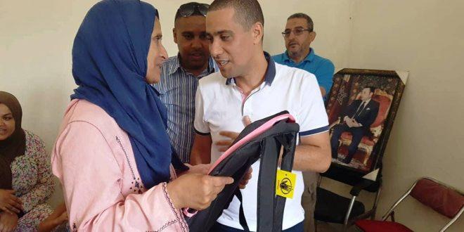 بالصور.. محمد بودريقة يشرف على انطلاق عملية توزيع الحقيبة المدرسية لفائدة الأطفال المشاركين في المخيم الصيفي