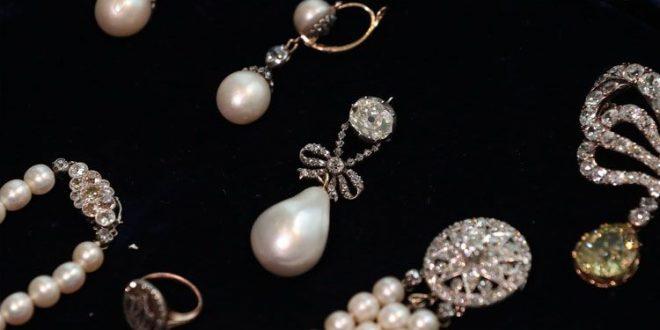 بيع قلادة ملكة فرنسا السابقة ماري أنطوانيت بمبلغ خيالي