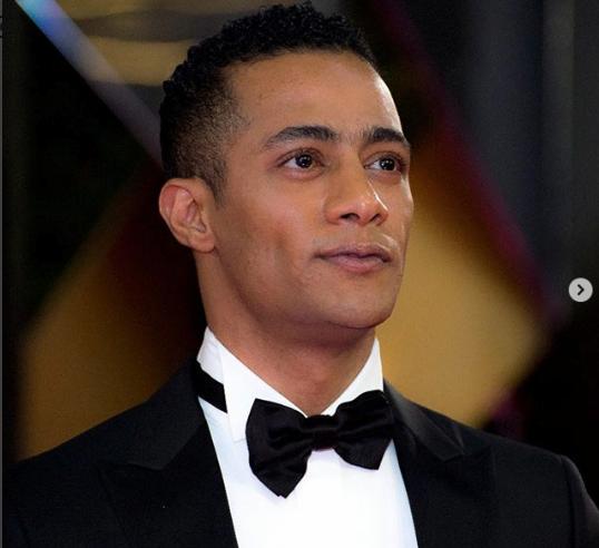 محمد رمضان يثير ضجة بإشارة بأصبعه في مهرجان القاهرة السينمائي