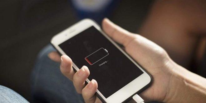 """9 تطبيقات مدمرة """"تلتهم"""" بطارية هاتفك.. احذرها"""