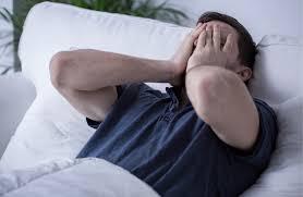 هل نومك متقطع؟.. إليك الأسباب الـ 8 الرئيسية