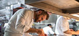 فرصة لتكون الحكم مع الشيف الإيطالي العالمي الحاصل على نجمتي ميشلان إنريكو بارتوليني في مطعم روبيرتوز أبوظبي