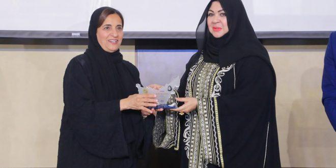 سفيرة الموضة منى المنصوري تتألق في قائمة أبرز النساء الإماراتيات وتعد بالمزيد
