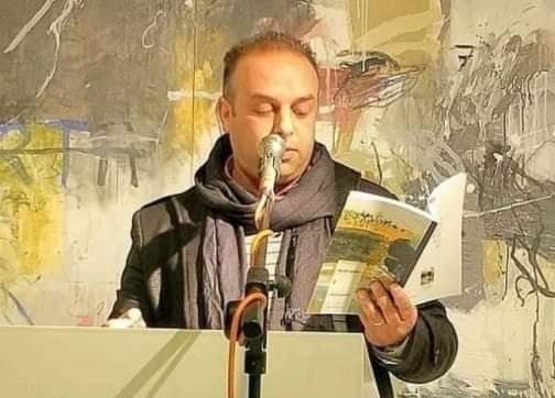 الميكروفون يقتل الكاتب محسن أخريف خلال مشاركته في ندوة بمعرض للكتاب بمدينة تطوان