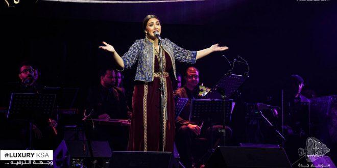أسماء لمنور تتألق في أول حفل لها بالسعودية
