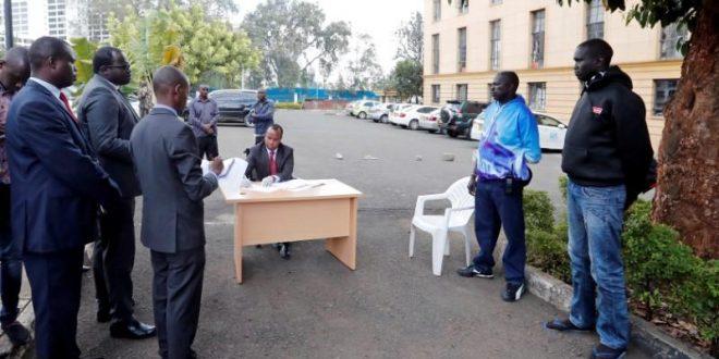 محكمة في الهواء الطلق في كينيا